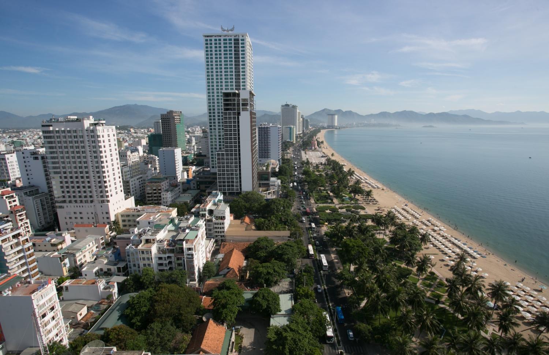 Khu phố ven biển Nha Trang - Ảnh: TIẾN THÀNH