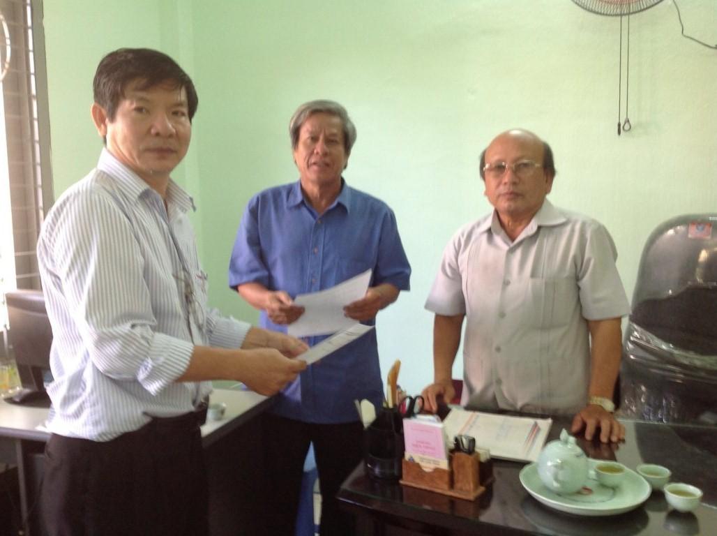 Ảnh: công bố Quyết định thành lập VP Hội XD Bình Định