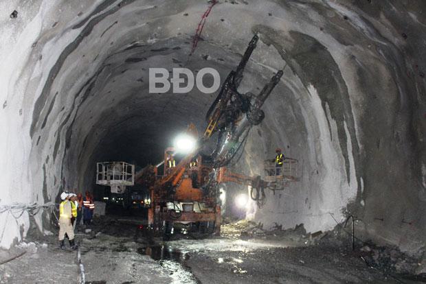 Thông hầm đường bộ Cù Mông
